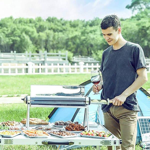pique-nique au camping avec un four solaire
