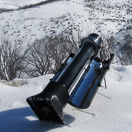 chauffer de l'eau dans la neige
